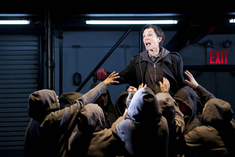 harriet-walter-brutus-in-julius-caesar-photos-by-helen-maybanks-3